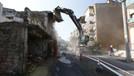 İzmir Konak'ta metruk binalar yıkılıyor