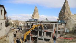 Peribacaları bölgesindeki inşaatlar yıkıldı