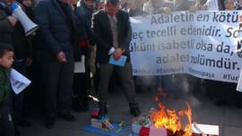 Konut mağdurları eylemde: maket evler yakıldı