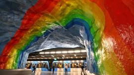 Metroyu sanat galerisine çevirdiler!