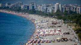 Antalya'ya 8 ayda 10 milyondan fazla turist geldi