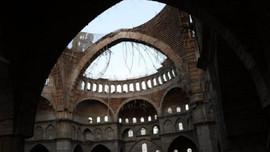 Türkiye'nin 2. büyük camisinde iskele faciası