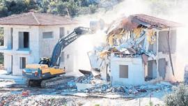 Alanya ve Kaş'ta kaçak villalarına yıkım!