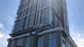 İnşaat işçisi 13. kattan düştü