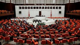 Mecliste kadın personele dar kıyafet uyarısı