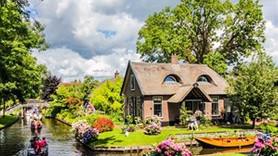 Hollanda'da masalları andıran Giethoorn Köyü
