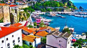 Tatilciler Antalya'ya akın etti! Yazlık fiyatları uçtu