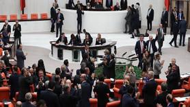 MHP Meclis'te karar değiştirdi! Emeklilikte yaşa takılanlara kötü haber!
