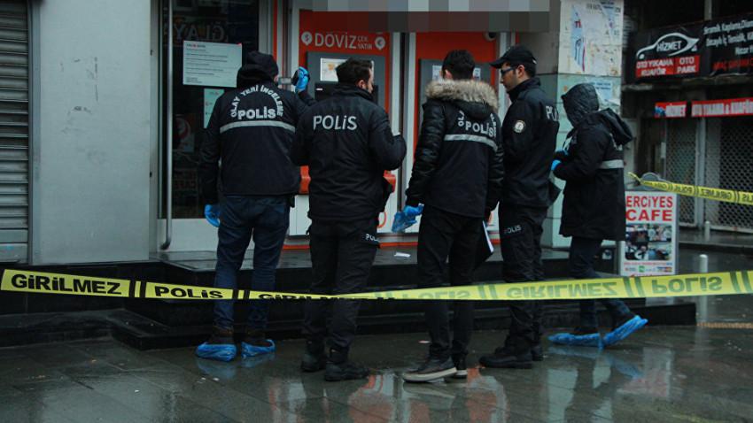 Borcunu ödeyemeyen müşteri, banka müdürünü vurdu