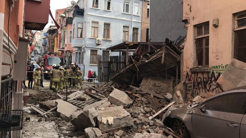 İstanbul'da 3 katlı bir bina daha yıkıldı