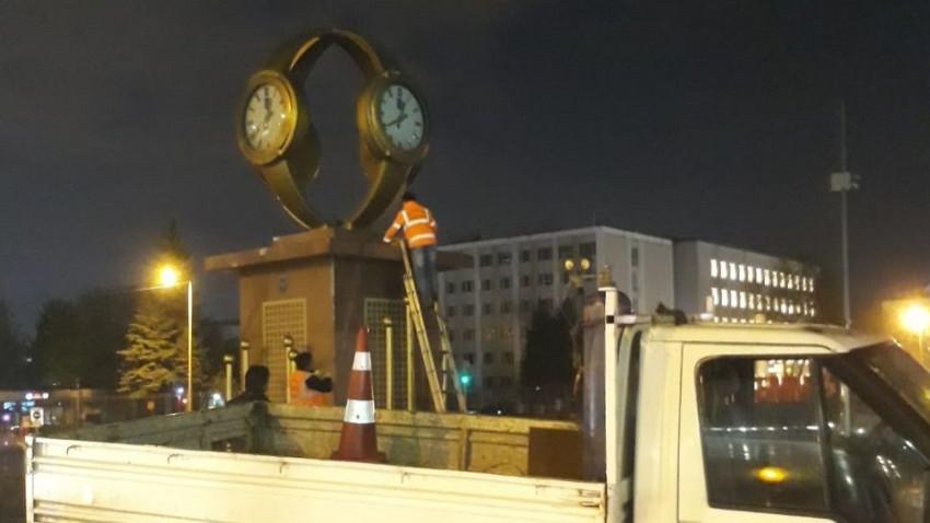 Yavaş, Gökçek'in kol saati anıtını kaldırdı