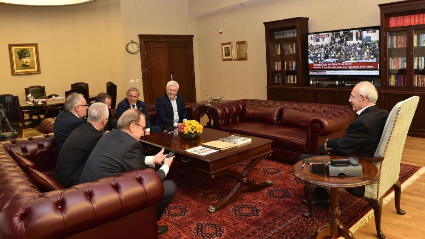 Kılıçdaroğlu, İmamoğlu'nun mazbata törenini TV'den izledi
