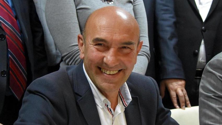 İzmir Belediye Başkanı bisikletle işe gitti
