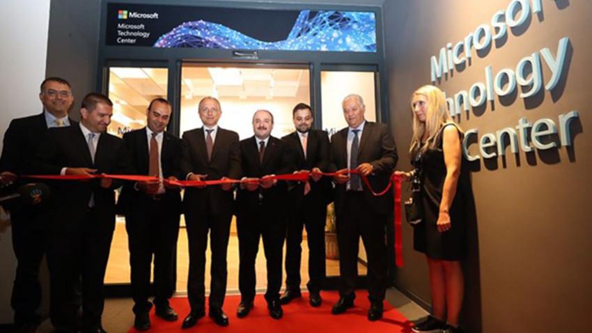 Microsoft Teknoloji Merkezi'ni İstanbul'da açtı