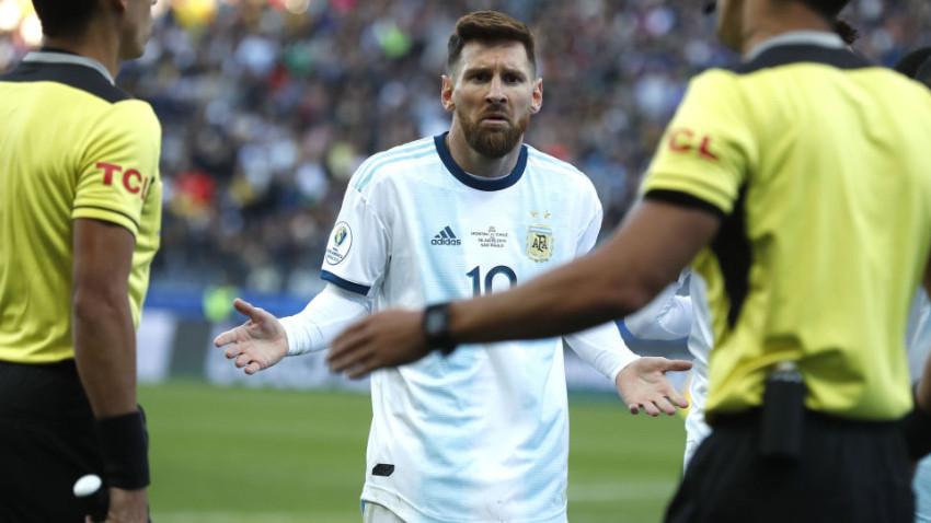 Messi'ye 3 ay futboldan men cezası verildi