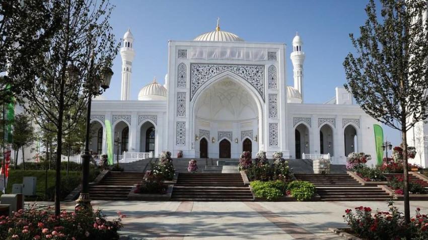 Avrupa'nın en büyük camisi Çeçenistan'da açıldı