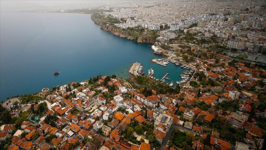 Yabancılar geçen yıl en çok İstanbul ve Antalya'dan konut aldı