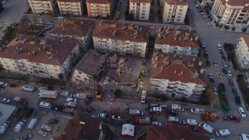 Elazığ'da deprem, 22 kişi hayatını kaybetti