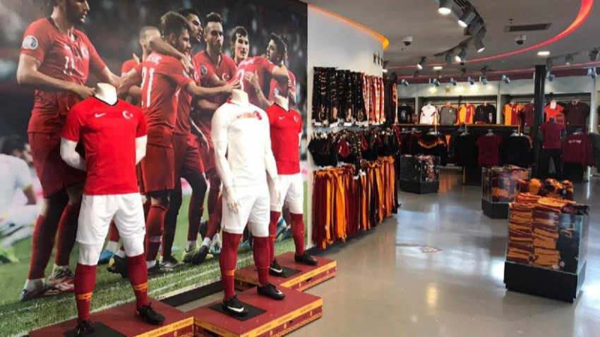 Galatasaray mağazalarını kapattı