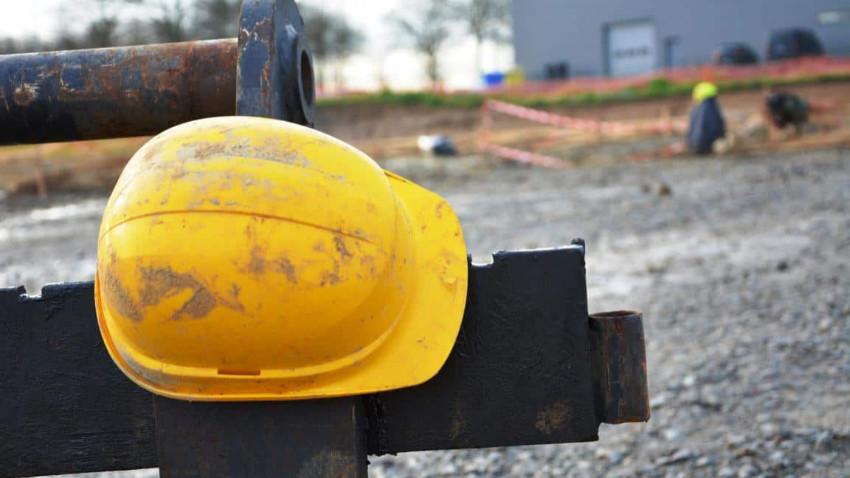 İnşaat çöktü: 2 işçi yaralandı