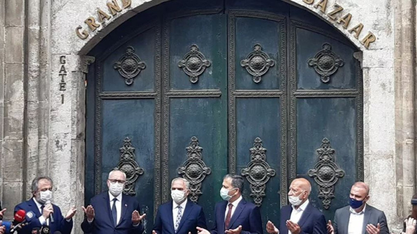 Kapalıçarşı'da kapılar dualar ile açıldı