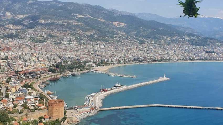 Pandemiden kaçan yabancılar soluğu Antalya'da alıyor!