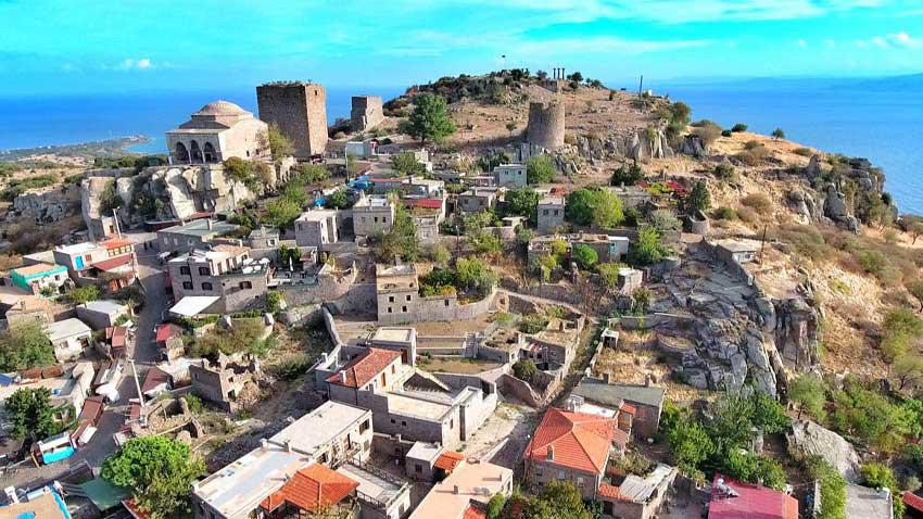 Beyaz yakalılar için Nefes Assos köyü... Elektrikli şarj istasyonlu köy!