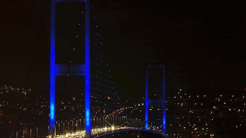 Şehirlerin simge yapısı maviye büründü!