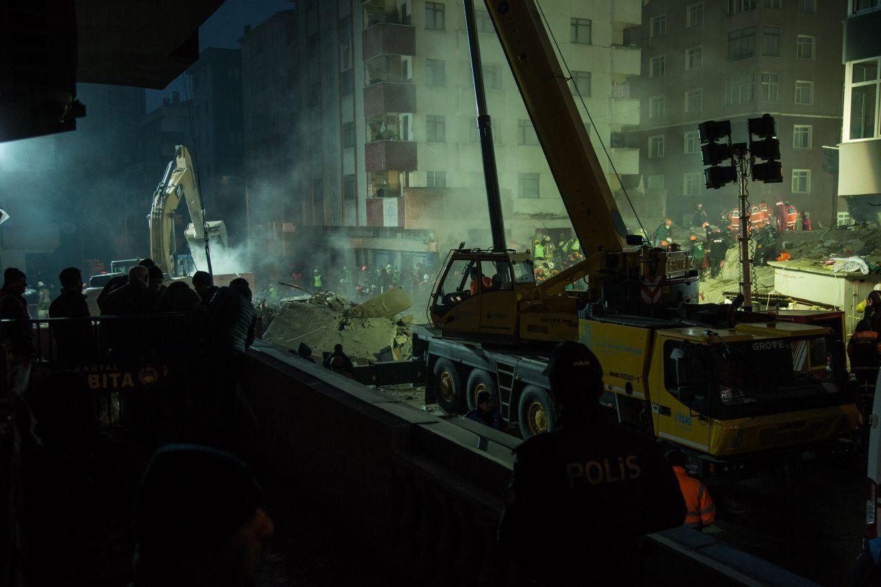 14 kişiye mezar olan binanın kolonlarını kesmişler - Sayfa 1